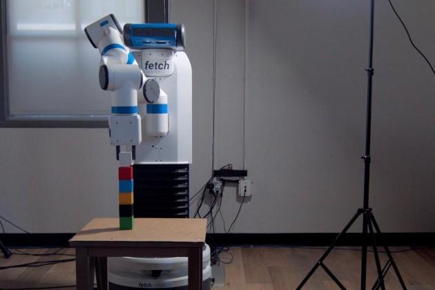 Ces chercheurs ont appris à un robot à empiler des cubes… en lui montrant, comme à un enfant